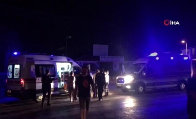 Kuşadası'nda Tur Minibüsüyle Taksi Çarpıştı: 2 Turist Yaralı