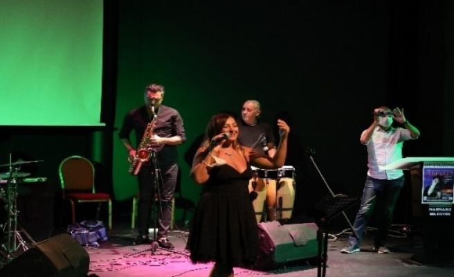 Marmaris'te Şarkılar Korona Kahramanları için Söylendi