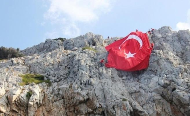 Bodrum Semalarında Yunan Adalarından Görülebilen Dev Türk Bayrağı