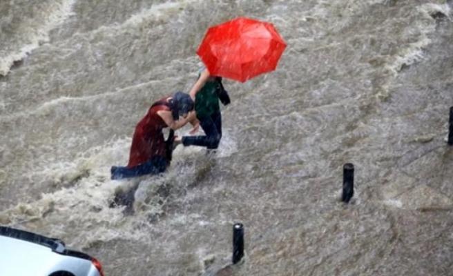 Meteoroloji Uyardı! 3 Bölgeye Sağanak Yağış Geliyor