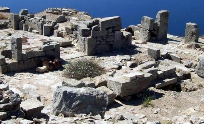 Muğla'da Definecilerden Başka Kimsenin Uğramadığı Antik Kent Thera