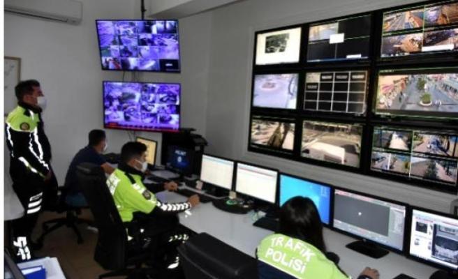 Marmaris'te Mobeseden Trafik Kurallarına Uymadığı Belirlenen 360 Sürücüye Ceza