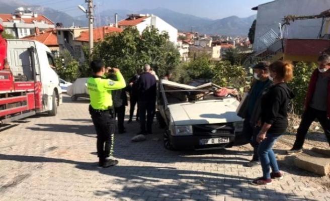Milas'ta Freni Boşalan Kamyon Önce Aracı Altına Aldı Sonra Bahçeye Uçtu!