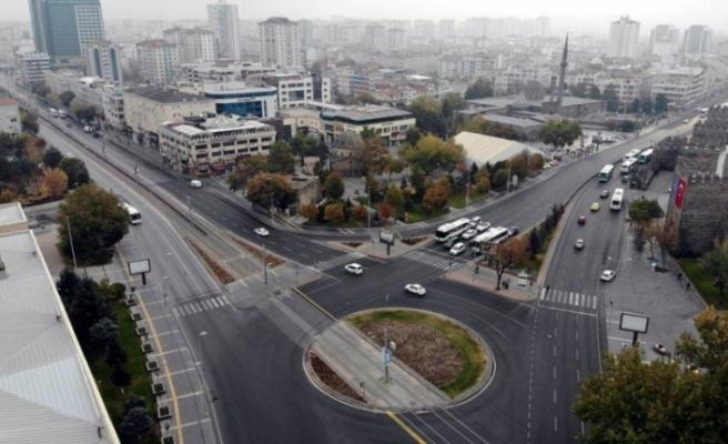 Vatandaşlar Kısıtlamayı Yanlış Anladı, Meydanlar Boş Kaldı