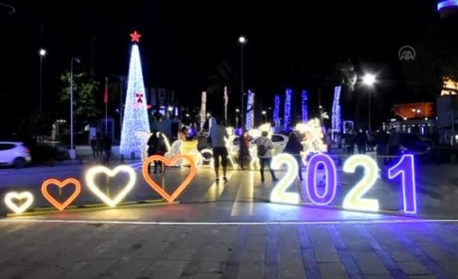 Bodrum'da, Yılbaşı Süslemeleri Turistlerden İlgi Görüyor