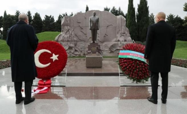 Erdoğan ve Aliyev, Haydar Aliyev'in Kabrini Ziyaret Etti