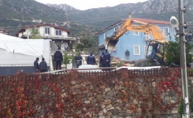 Marmaris'te Kaçak Yapıların Yıkımı Sürüyor