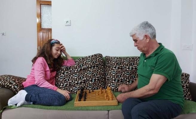 Muğla'da Öğrenciler Evde Kalarak Satranç Oynadılar