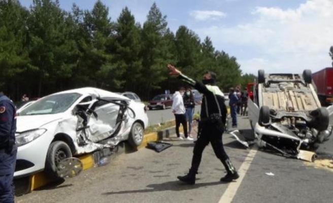 Muğla'da Hafif Ticari Araçla Otomobil Çarpıştı: 1 Ölü 5 Yaralı!