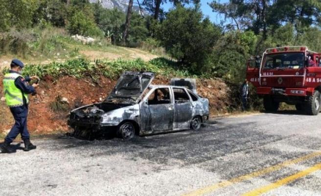 Muğla'da Ormanlık Alandaki Bir Araç Alev Alev Yandı