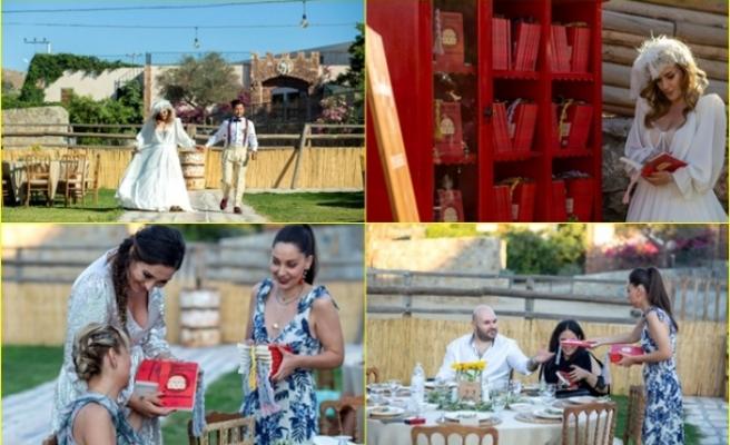Bodrum'da Dünya Evine Giren Çift, Davetlilere Nikah Şekeri Yerine Kitap Hediye Etti