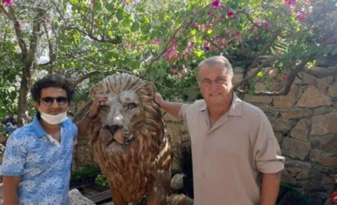 Fatih Terim, Bodrum'daki Evi İçin 2 Aslan Heykeli Yaptırdı