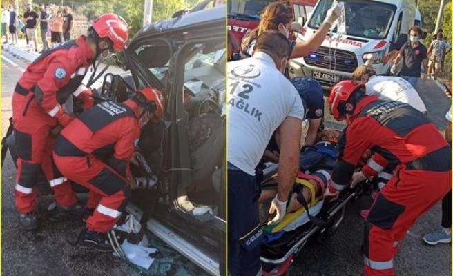 Marmaris'te İş Makinesi ve Hafif Ticari Aracın Karıştığı Kazada 4 Kişi Yaralandı