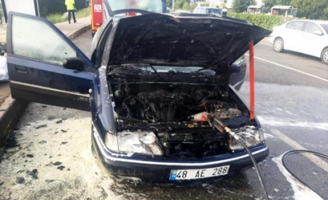Menteşe'de Seyir Halindeki Araç Alev Aldı