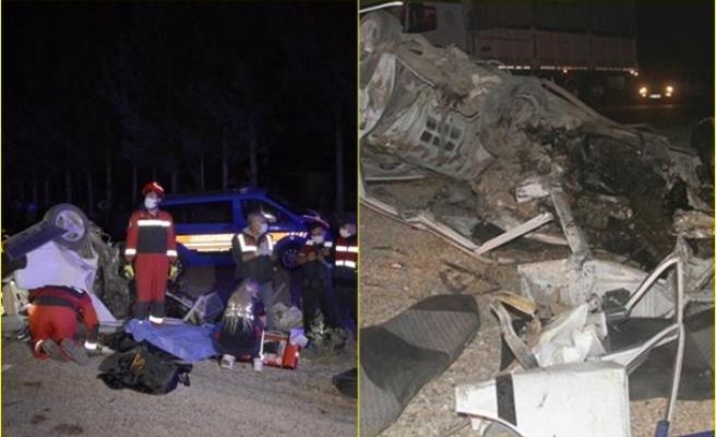 Seydikemer'de İki Otomobil Kafa Kafaya Çarpıştı: 1 Ölü, 4 Yaralı