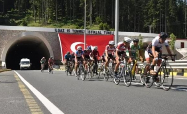 15 Temmuz Şehitlerini Anma Ulusal Bisiklet Yol Yarışı Düzenlendi