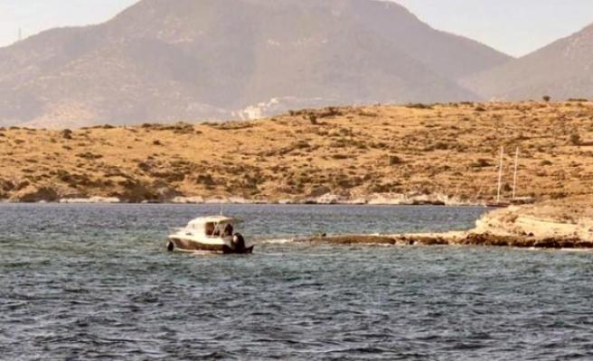 Bodrum'da Kayalıklara Oturan Tekneyi Kıyı Emniyet Kurtardı