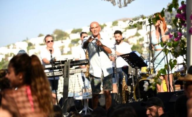 Bodrum'da Tatilciler Altay'ın Şarkılarıyla Coştu