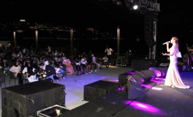 Bodrum'daki Derya Uluğ Konseri Yoğun İlgi Gördü