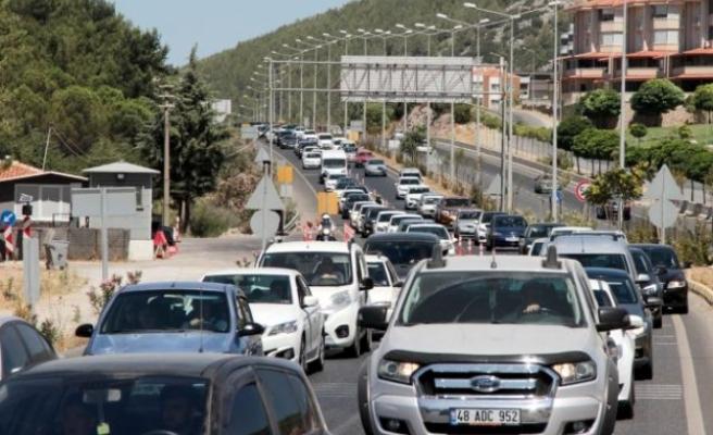 Muğla'daki Araç Kuyruğunun Önü Arkası Yok!