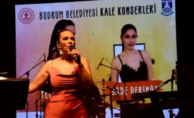 Şarkıcı Yeşim Salkım Bodrum'da Sahne Aldı