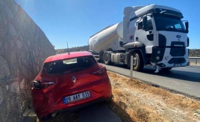 Aday Sürücünün Kullandığı Otomobil ile Tır Çarpıştı: 2 Yaralı