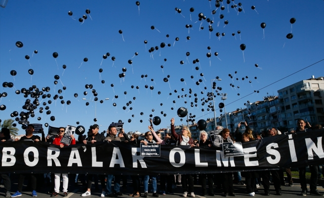 BORA İÇİN GÖKYÜZÜNE 'ADALET' BALONU BIRAKILDI