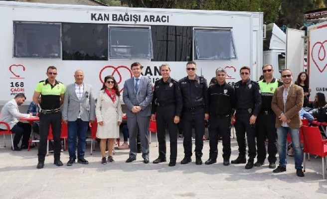 BODRUM'DA POLİSLER KAN VERDİ,LOKMA DAĞITTI