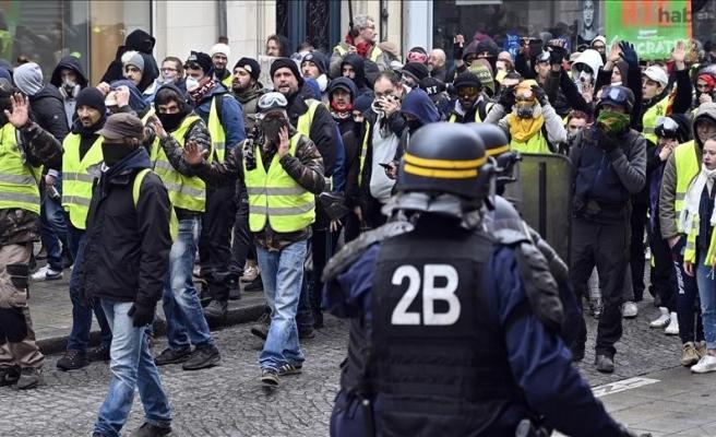 Sarı yeleklilerin gösterileri Fransa'yı sarstı