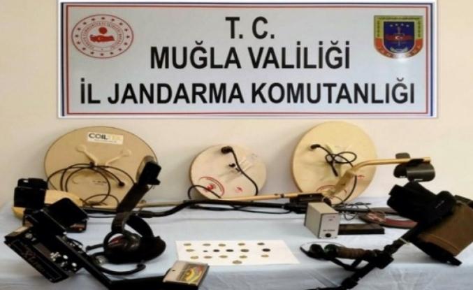 Ula'daki Operasyonda Sikkelere El Konuldu