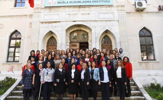 """""""Güçlü Türkiye'nin Güçlü Kadınları"""" Fotoğraf Sergisi Düzenlendi!"""