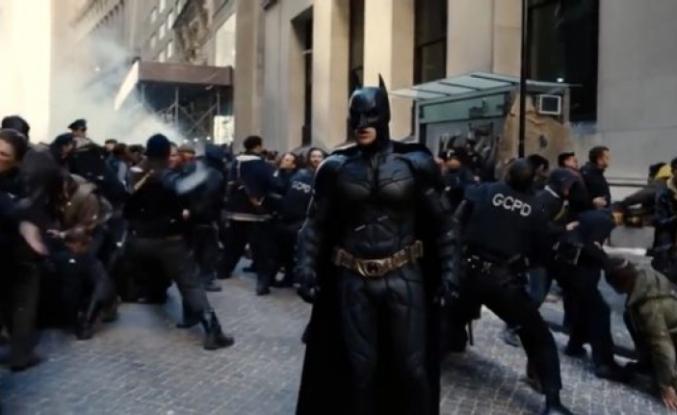 """ABD, Protestolara Katılan """"Batman"""" Kostümlü Eylemciyi Konuşuyor"""