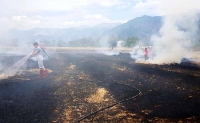 Seydikemer'de Anız Yangını Çıktı, 80 Saman Balyasını Yandı!