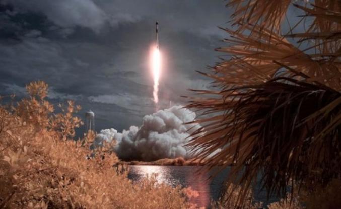 Uzay Yolculuğu İçin Tarihi An! SpaceX, 2 Astronotu Uzaya Yolladı!