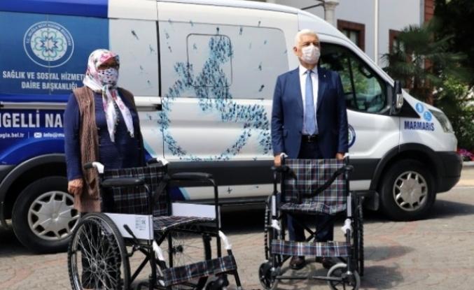 Hayırsever Akile Dural'dan Büyükşehire Tekerlekli Sandalye Bağışı