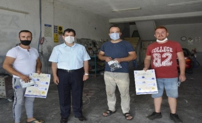 Oda Başkanı Sağır Esnafa Maske ve Uyarı Levhaları Dağıttı