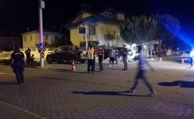 ORTACA'DA OTOMOBİL VE KAMYONET ÇARPIŞTI: 1 ÖLÜ 4 YARALI!