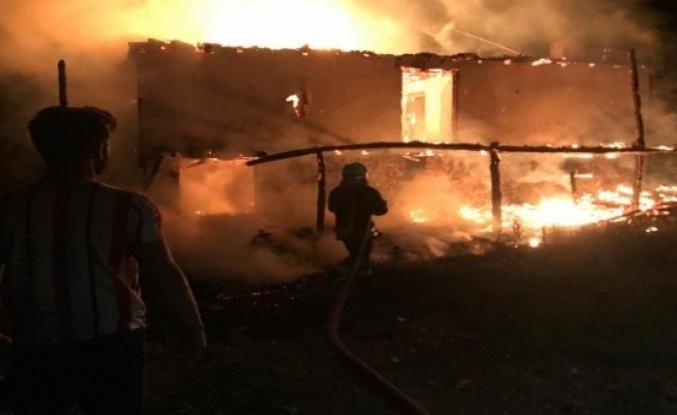 Seydikemer'de Çıkan Yangında 2 Katlı Ev Tamamen Yandı!