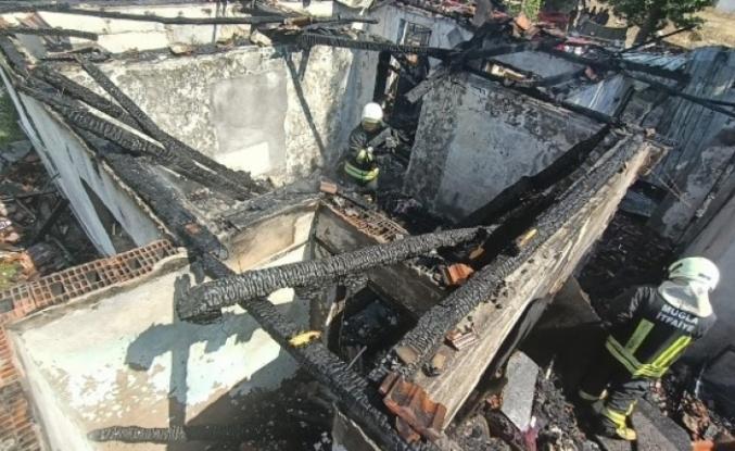 Muğla'da Çıkan Yangında 2 Ev Zarar Gördü!