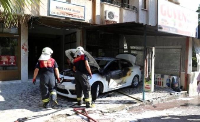 Yatağan'da Park Halindeki Otomobil Alev Aldı!