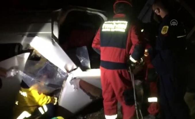 Menteşe'de Takla Atan Otomobilin Altında Kalan Sürücü Kurtarıldı