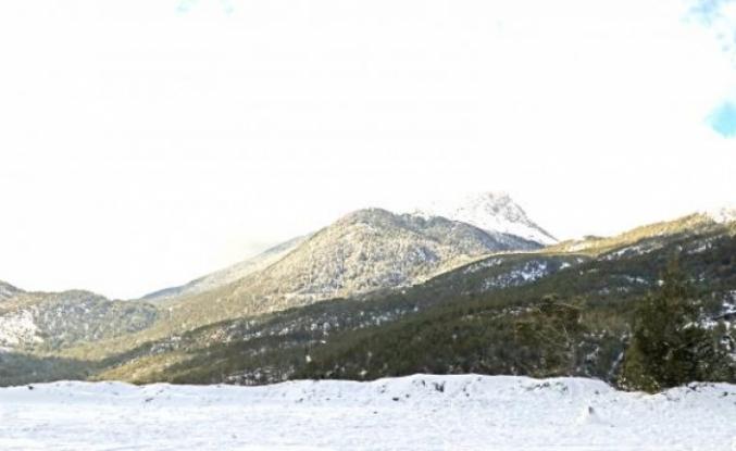 Fethiye'nin Yüksek Kesimlerde Kar Yağışı Etkili Oldu