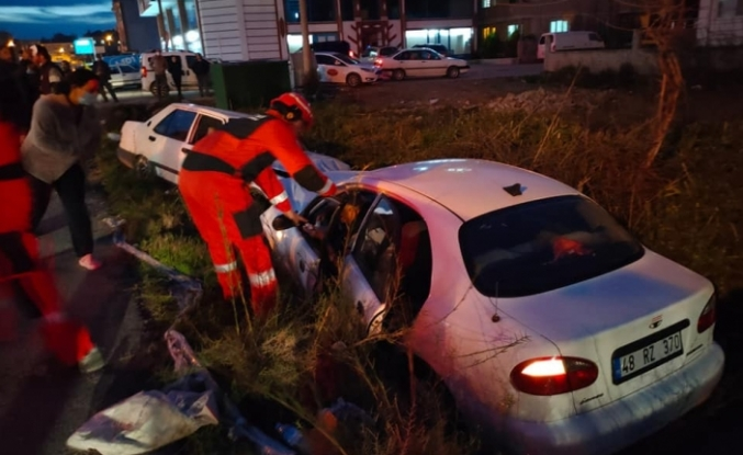Dalaman'da Trafik Kazası! Araçta Sıkışan Sürücü İtfaiye Ekiplerince Kurtarıldı