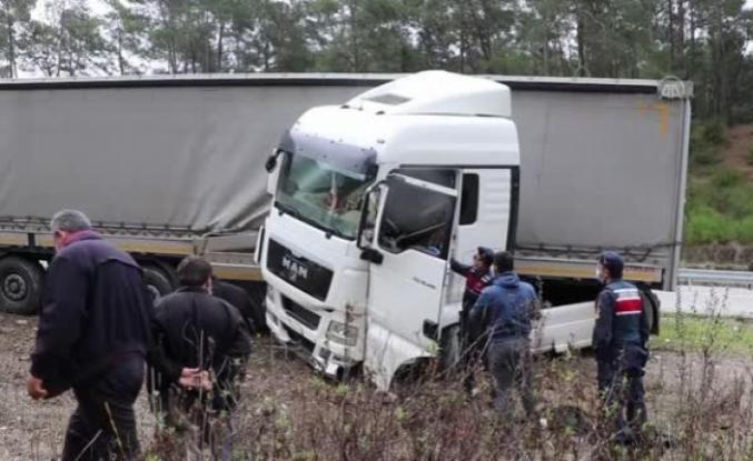 Fethiye'de Yoldan Çıkan Tırın Sürücüsü Hayatını Kaybetti