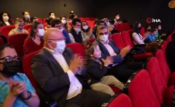 Menteşe'de Özel Çocuklara Özel Tiyatro Oyunu