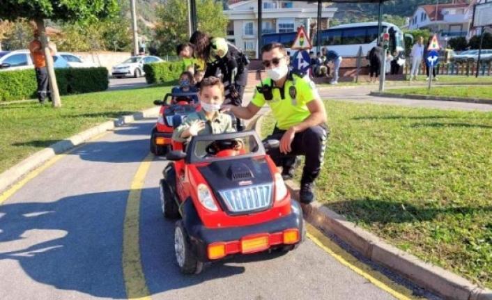 Marmaris'te Minik Şoförler Eğitim Parkında Eğlenerek Öğrendi
