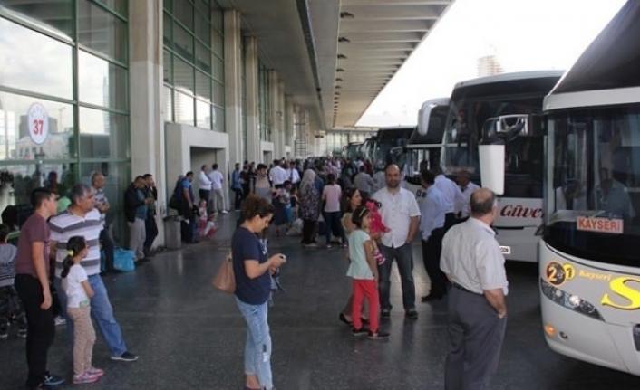 Yolcular Otogarın Yolunu Tuttu! Bilet Fiyatları Şoke Etti