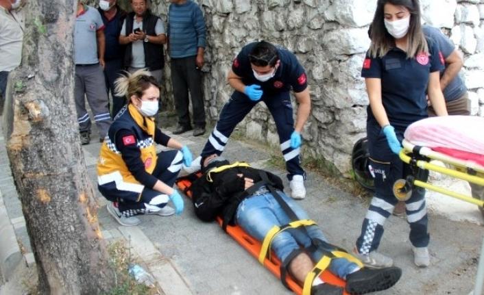 Tek Taraflı Kazada Motorlu Kurye Yaralandı