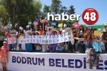 BODRUM'DA ÖĞRENCİLER ATIK MALZEMEDEN DEFİLE DÜZENLEDİ