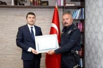 Çukurca Kaymakamı Öztürk'ten Emniyet Müdürü Kapsız'a teşekkür